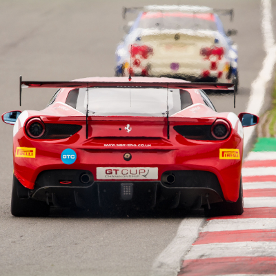 Bailey and Glew battle to victory in Ferrari at Snetterton